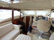 Majesty : vente de SEA RAY 36 SEDAN FLY spécialiste de Bateaux Moteurs
