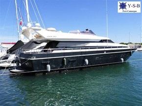 Yacht Service : vente de CANTIERI DI PISA AKHIR 20 S spécialiste de Bateaux Moteurs