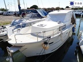 Yacht Service : vente de DELPHIA 800 ESCAPE spécialiste de Bateaux Moteurs