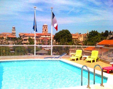 Reserver un hotel avec piscine sur Arles