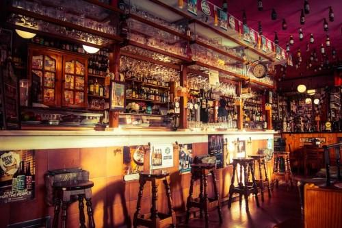 Un bar : l'endroit idéal pour une soirée festive - Sparklers Club